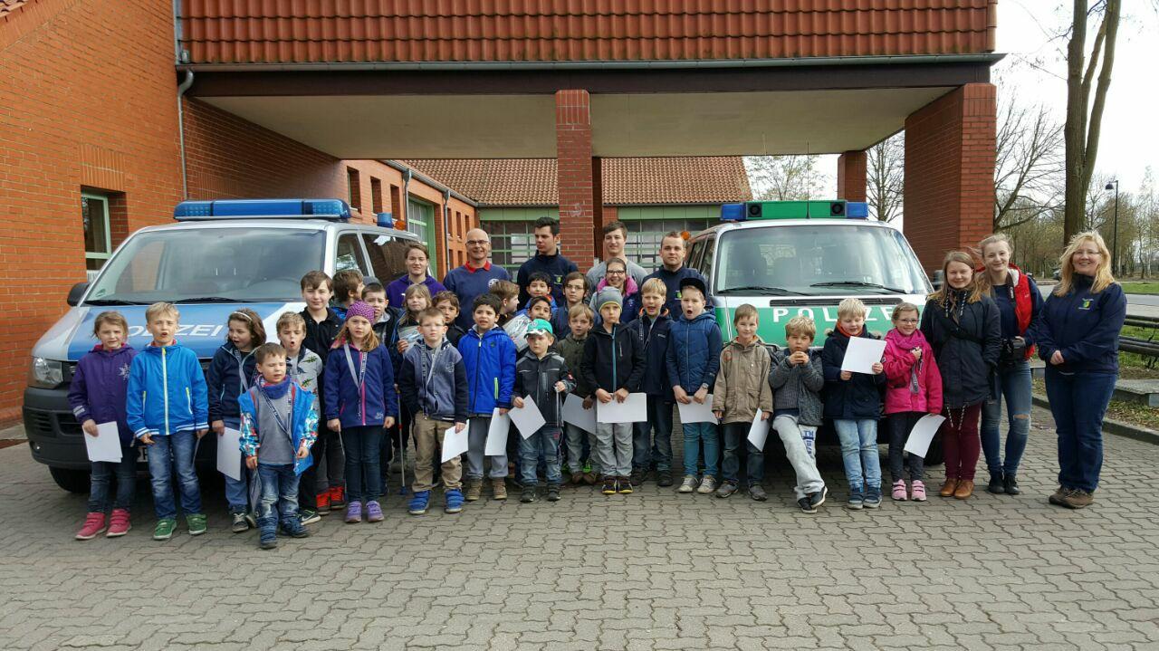 Floriangruppe besucht die Polizei in Lüchow