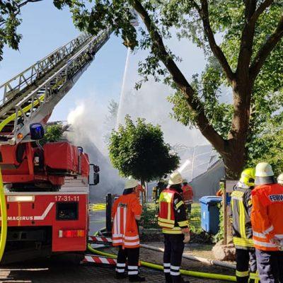 20180713_B2_Brennt_Werkstatt_Feuerwehr_Dannenberg_1