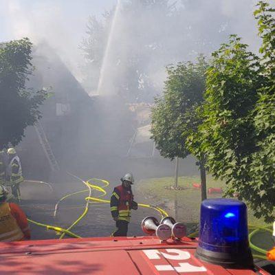 20180713_B2_Brennt_Werkstatt_Feuerwehr_Dannenberg_2