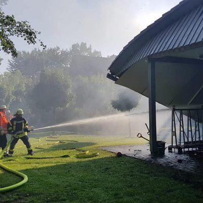 20180713_B2_Brennt_Werkstatt_Feuerwehr_Dannenberg_3