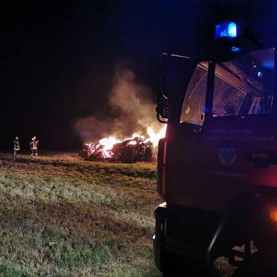 20191027_B1_Feuer_Brennt_Strohmiete_Feuerwehr_Dannenberg_1