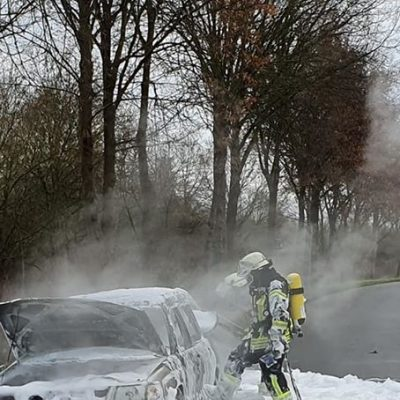 20191227_B1_Brennt_PKW_Feuerwehr_Dannenberg_3