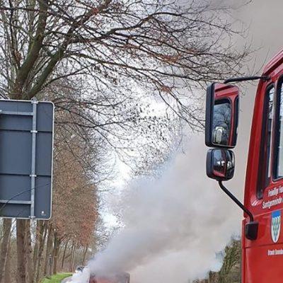 20191227_B1_Brennt_PKW_Feuerwehr_Dannenberg_4